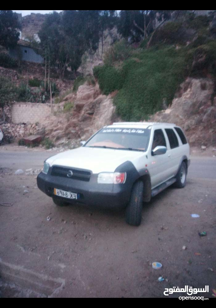 Nissan Pathfinder car for sale 2005 in Dammam city