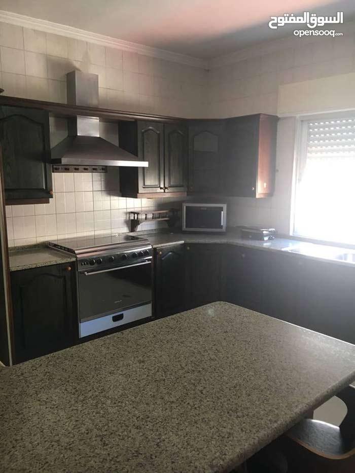 شقة للبيع 200م في صويفية