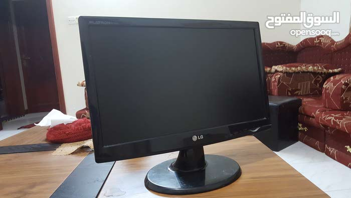 شاشة كمبيوتر LG FLATRON نظيفة للبيع ..