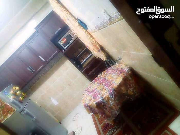 شقه للبيع في الحميضه خلف عباده  الجامعه ب180 الف