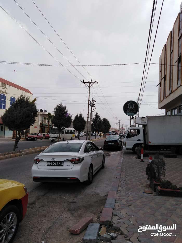 مكتب مميز في مجمع تجاري قرب صاله حياه اربد