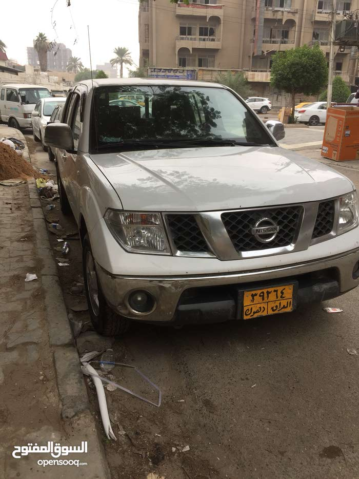 White Nissan Navara 2011 for sale