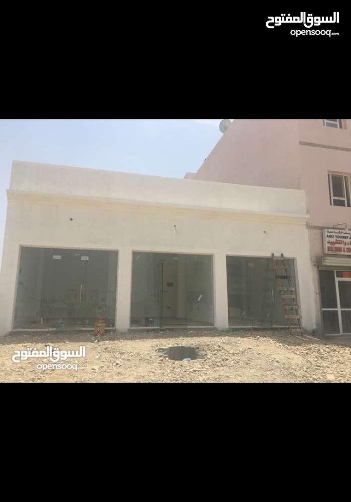 مبنى سكني تجاري به سبعة محلات  جاهز للايجار
