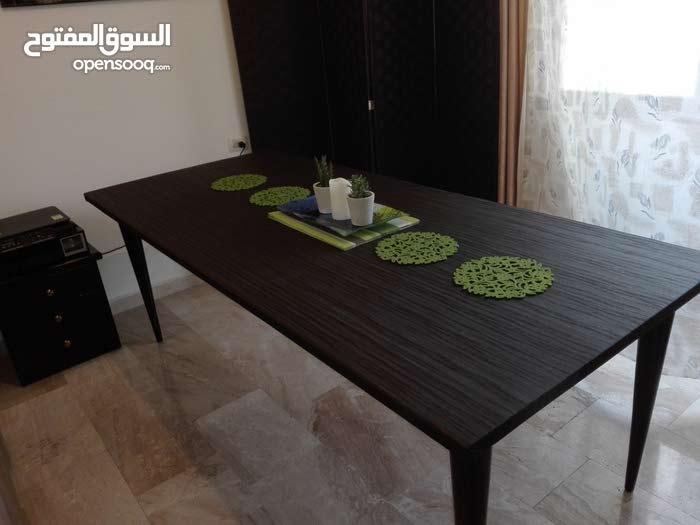طاولة سفرة خشب و جلد للبيع
