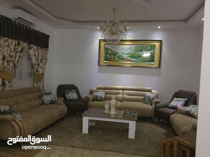 حوش ارضي يقع في عين زارة بالقرب من مسجد فاطمة الزهراء نقبل صك مصدق