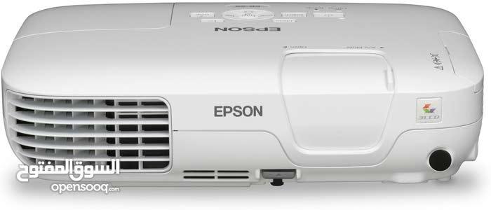 جهاز اسقاط بروجكتر ماركة ايبسون s9 لمبة بحالة جيدة والعدسات بحالة جيدة