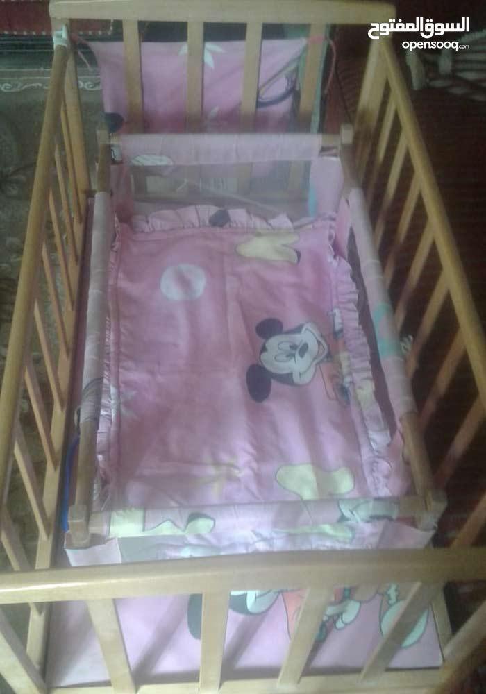 سرير أطفال خشب زان بحالة ممتازة