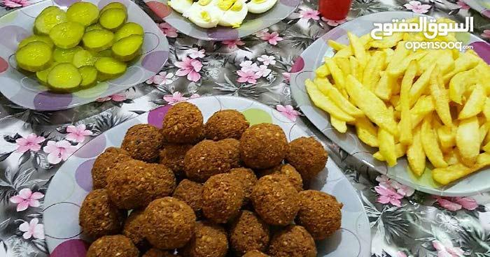 معلم فول وفلافل و حمص مـصري خبرة  بمطاعم ابو جبارة