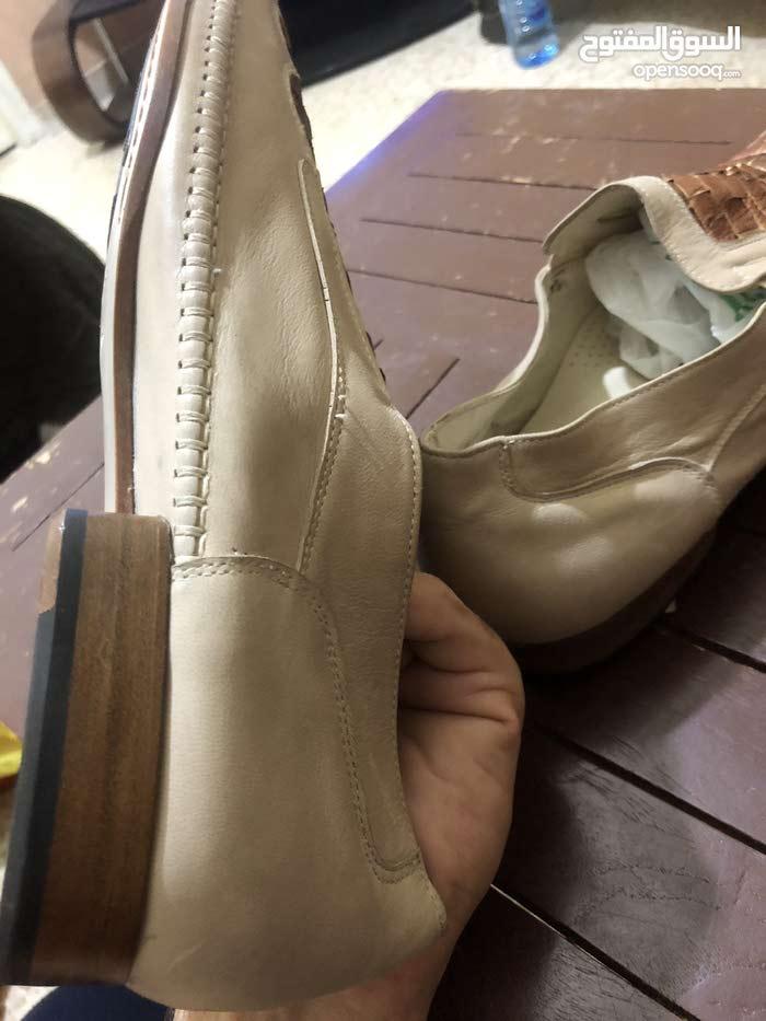 للبيع حذاء جلد ايطالي اصلي مميز جديد بالنايلون