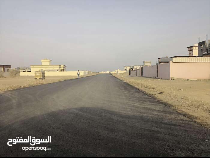 أرض في البريك في موقع مميز بجانب الشارع الجديد/كورنر ب4000 ر فقط.. عااجل فرصة