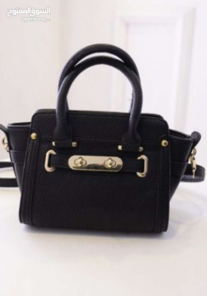 buy a New Hand Bags at a very good price