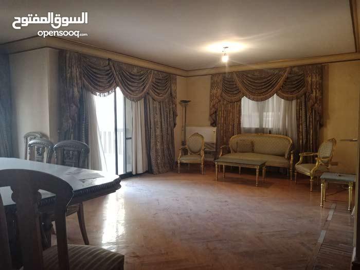 شقة للبيع 205م فى شارع لبنان الرئيسي