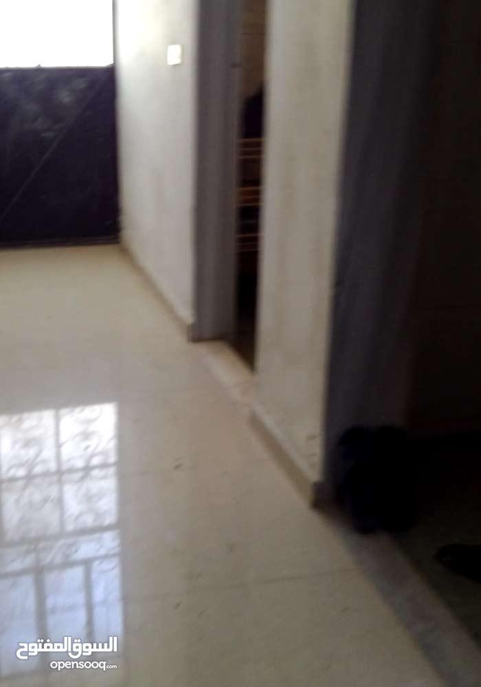 شقة طابق ارضي مساحة 185م بريف دمشق القطيفة
