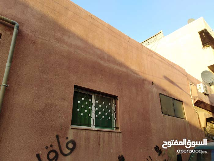 Ein Al-Basha apartment for sale with 3 rooms