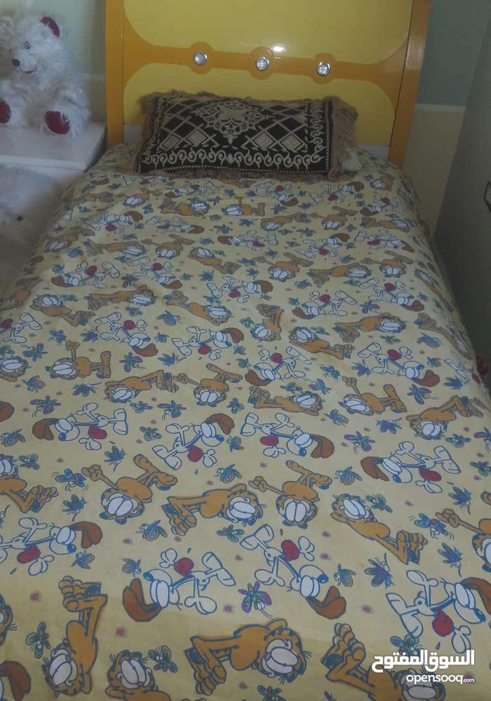 غرفة نوم ومزهريات للبيع بسعر مغري