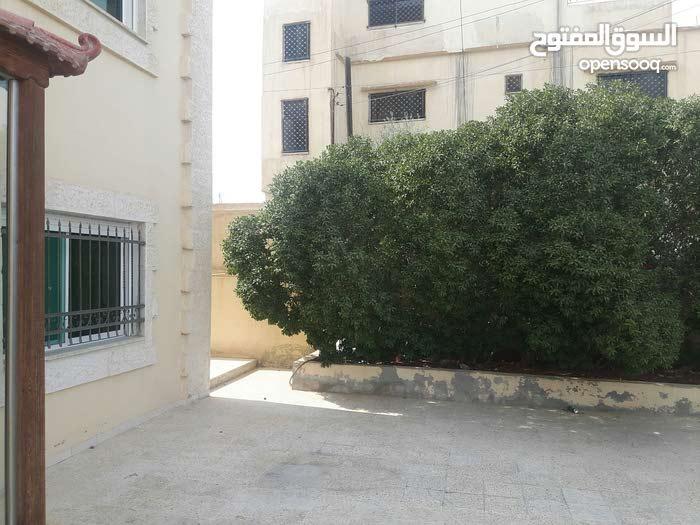 Al Zarqa Al Jadeedeh neighborhood Zarqa city - 200 sqm apartment for sale