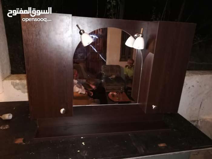 خزانة حمام مع مراية ورف واضاءة قياس 90 × 70 بعدها مش مركبة