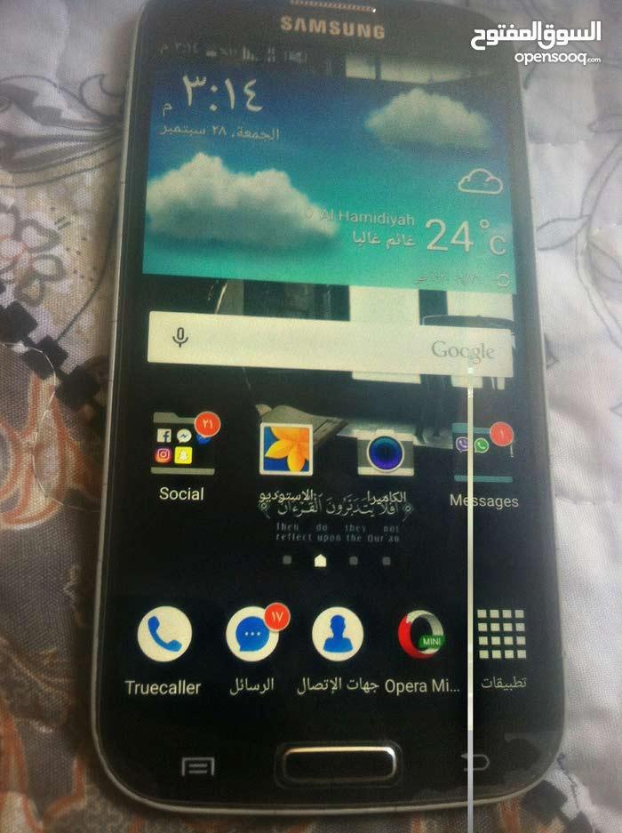 Galaxy S4 للبيع بصك
