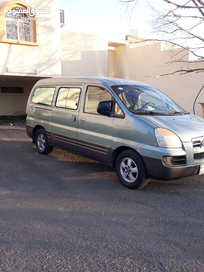 Available for sale! +200,000 km mileage Hyundai H-1 Starex 2005