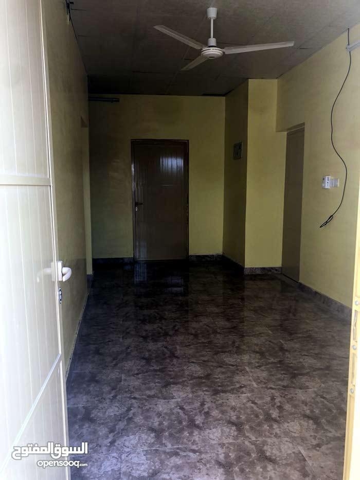 بيت جديد ما انسكن من قبل فموقع مميز الحويل الجديده خلف مدرسه البنات الثنوية