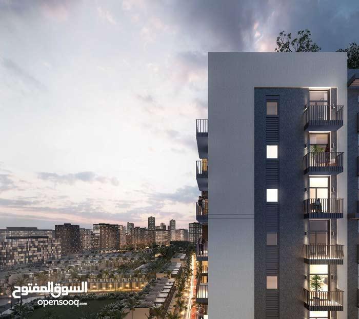 - تملك واسكن في ارقي مناطق دبي بحياة الانايقة و السلام بالهدوء و الاستمتاع بالمناظر الخلابة .