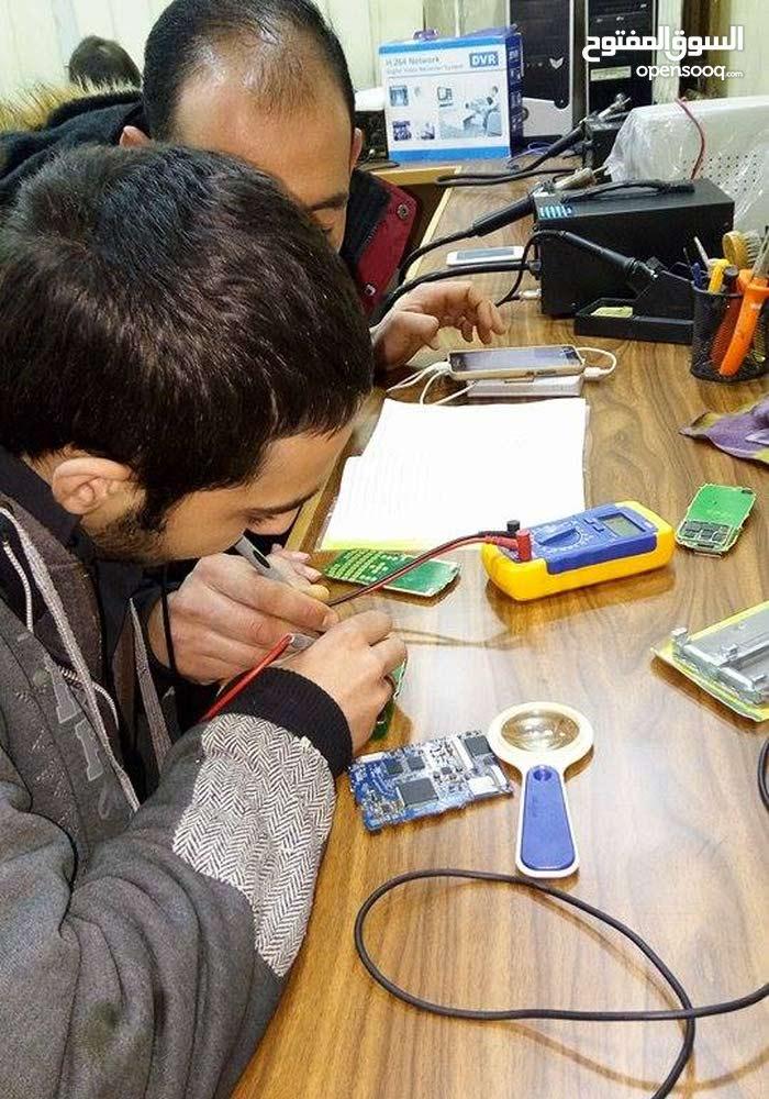 دورة صيانة الموبايلات(الخلويات) ودورة صيانة الحاسوب واللابتوب ودورة صيانة الشاشات