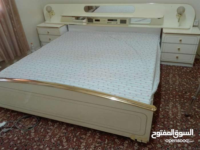 سرير مزوج + روسية +2 كومودينة