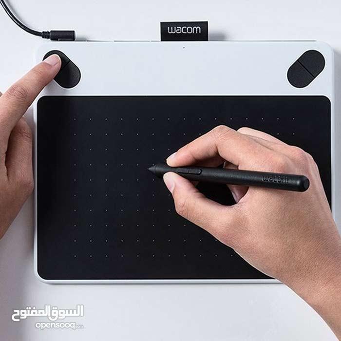 Wacom Intuos Draw Pen Tablet Small (Blue) مع كامل الاغراض بحالة فوق الممتاز