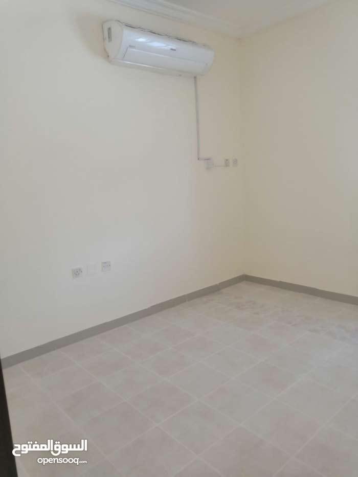 شقة نظامية غرفتين و صالة و حمام و مطبخ بالدحيل