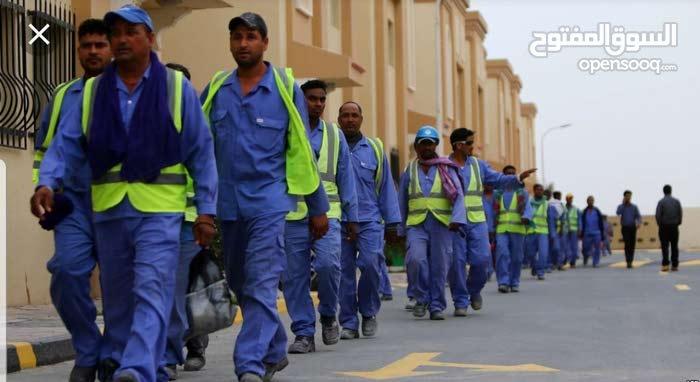 يوجد لدينا عمال ، نجارين ، حدادين ، عمال بناء