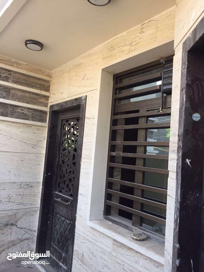 بيت للبيع في السيديه 100 متر  حجر مرمر جديد جدا بعده ممسكون