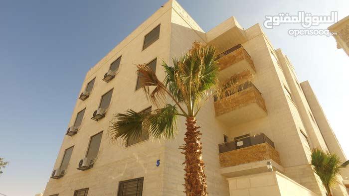 شقة ارضية في جبيهة((ام زويتينة)) ومن المالك مباشرة