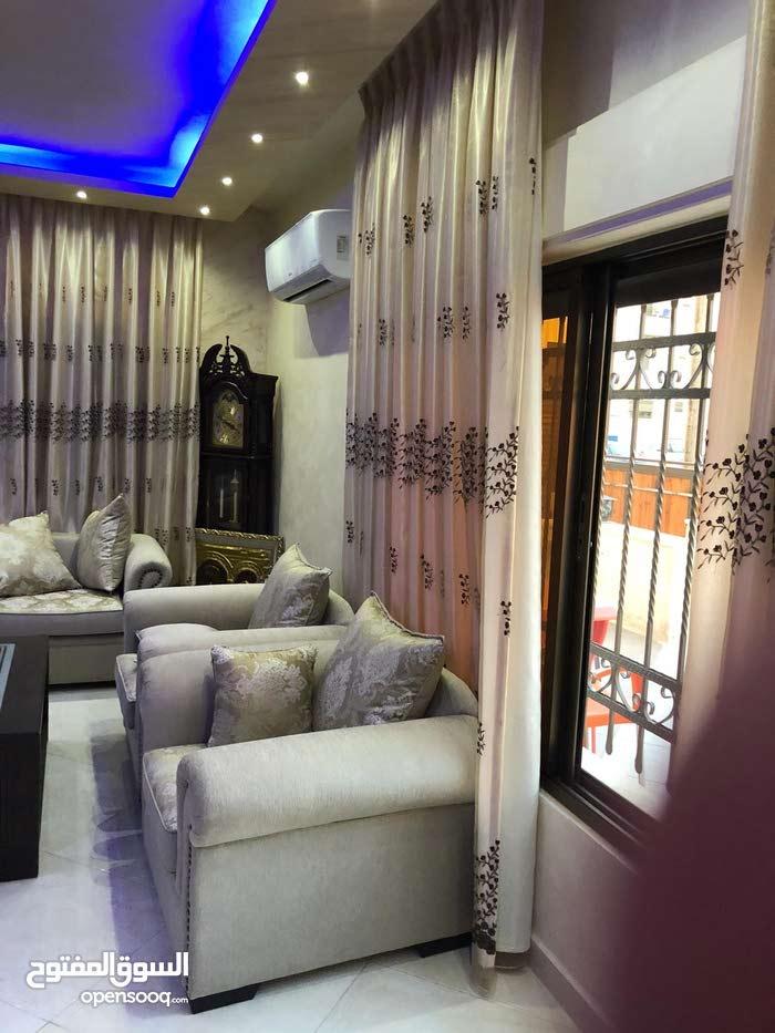 شقة طابق ارضي في اجمل موقع بضاحية الحاج حسن ( الروضة )