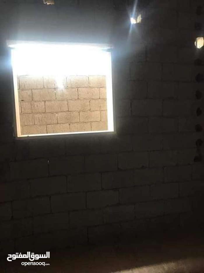 شقة للبيع الدور الخامس بلقرب من جامعة ابو شعالة بوسليم تبي تشطيب مش ملعقة