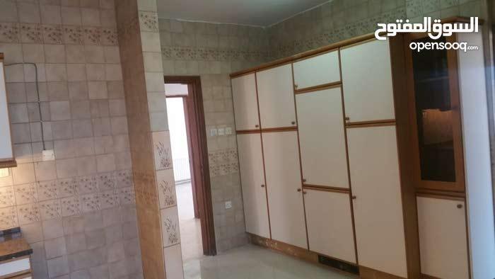 شقة للبيع طابق رابع في الرابية 211م
