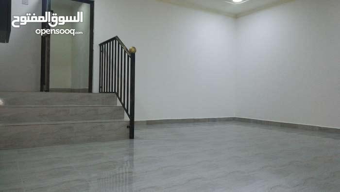 شقة للايجار منطقة عراد 245 مع الكهرباء والماء والبلدية