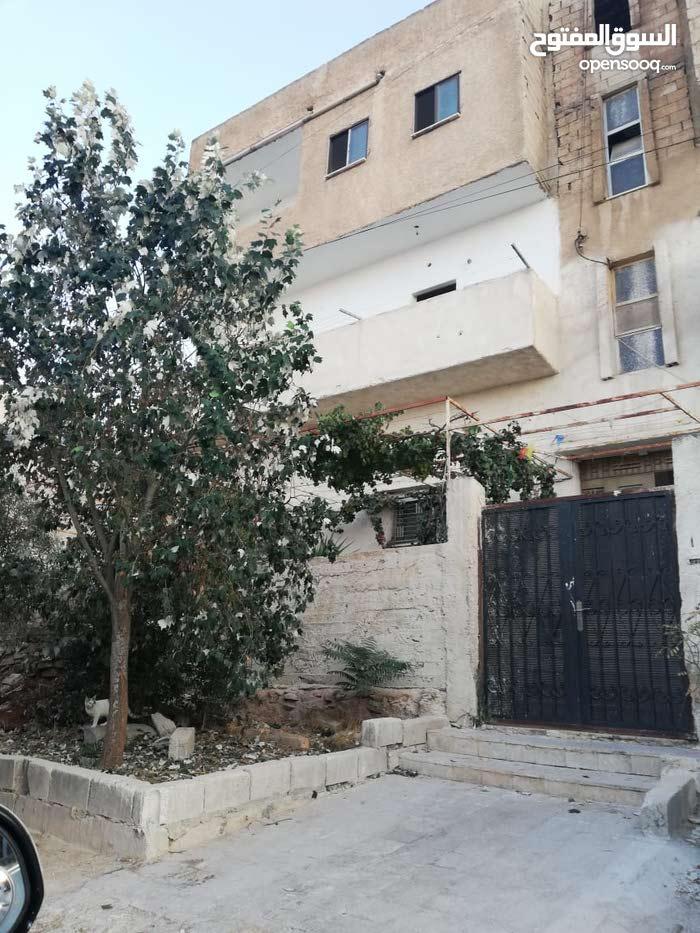 ماركا الجنوبيه-اسكان المرقب -حي الريان -بلقرب من مدرسه المرقب الثانويه للبنات