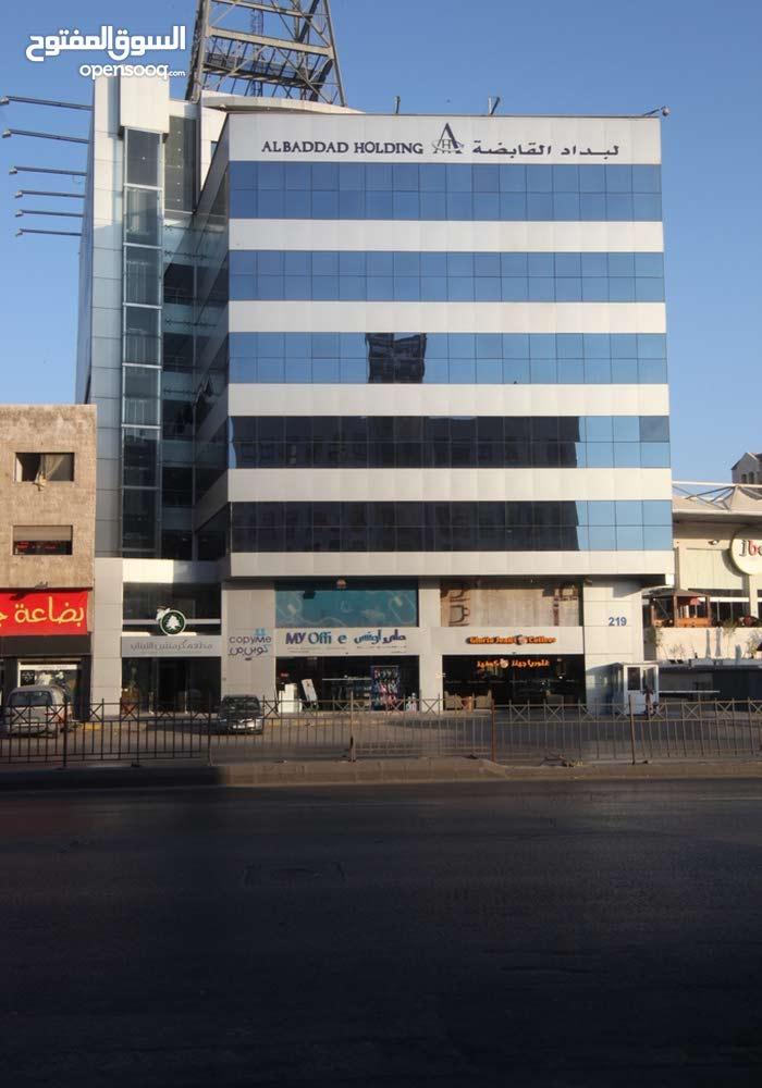 مكتب بمساحة 150م للإيجار في شارع المدينة المنورة