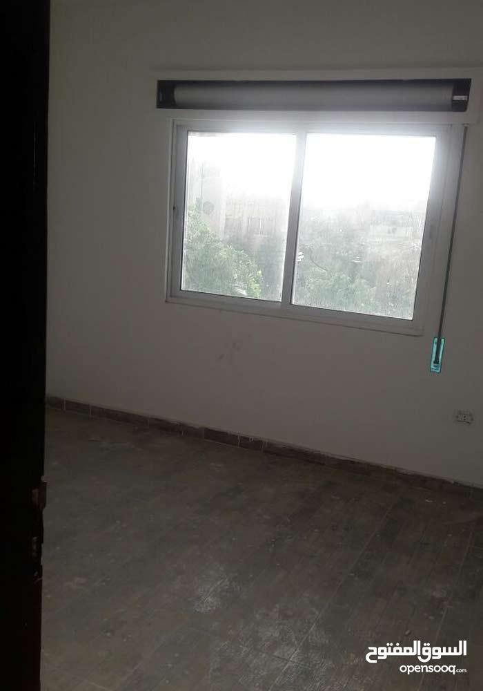 شقة للبيع في منطقة جبل الحديد _ بلقرب من كلية حطين _ طابق ثالث مساحة 125 متر