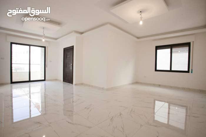 شقة طابقية 150م في الجبيهة تقاطع شارع الاردن مع ياجوز