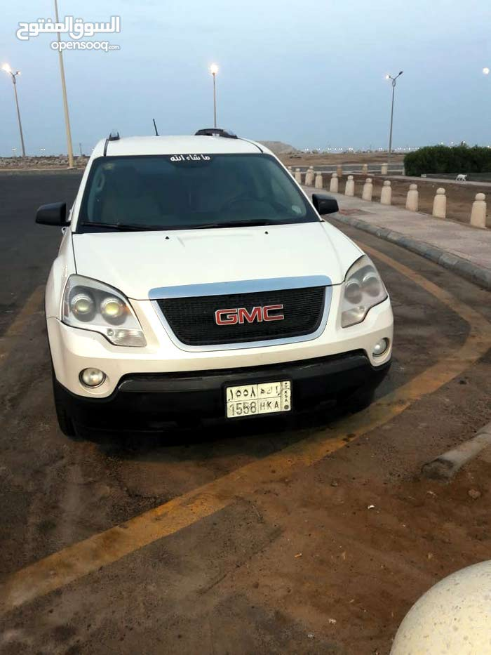 Used condition GMC Acadia 2009 with +200,000 km mileage