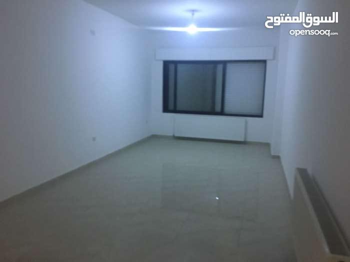 شقة جديدة مع حديقة وترس 100م  للبيع في دير غبار