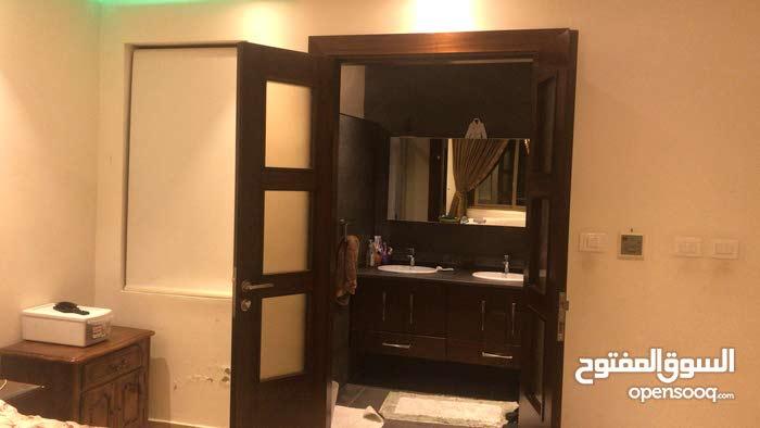 شقة ارضية مع حديقة فاخرة جدا للبيع عمان طريق المطار ضاحية النخيل من المالك مباشرة سعر نهائي