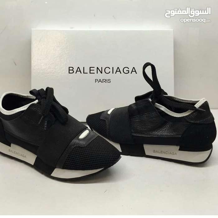 حذاء من بلنسياقا شوز