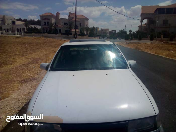For sale Opel Vectra car in Amman