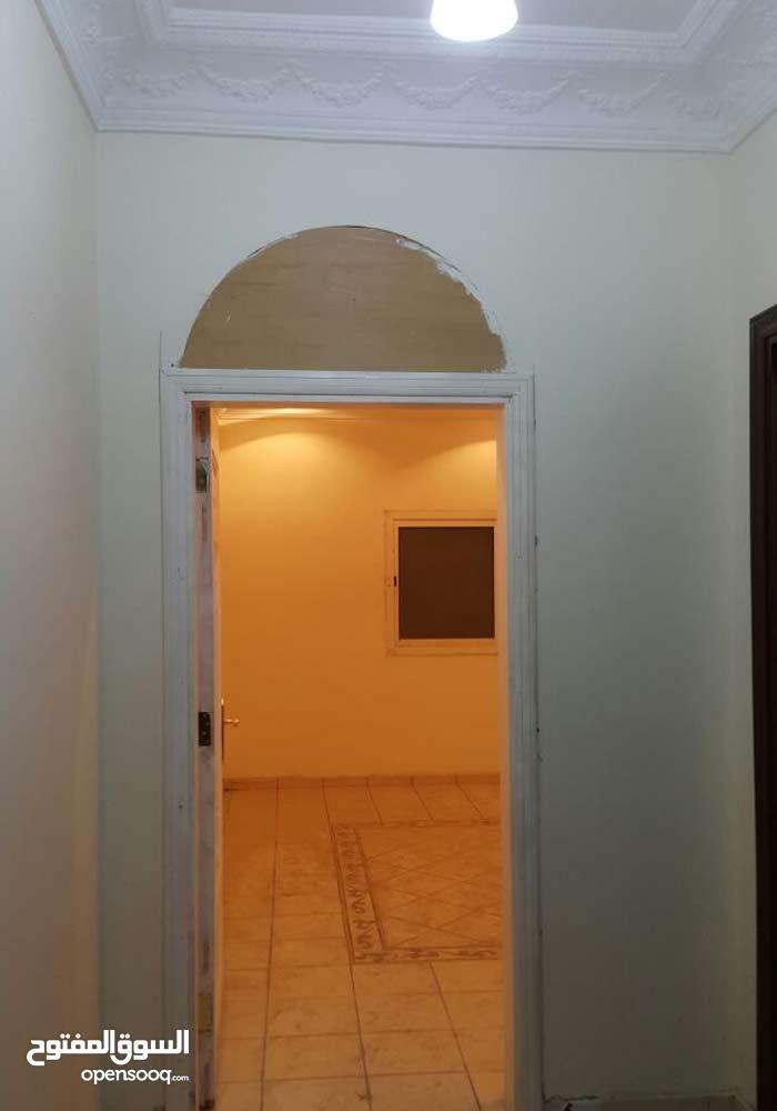 شقة للايجار النزهه أمام مسجد الشربتلي شارع عروان 23