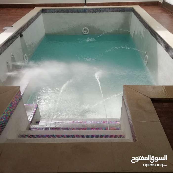 فني أحواض السباحه