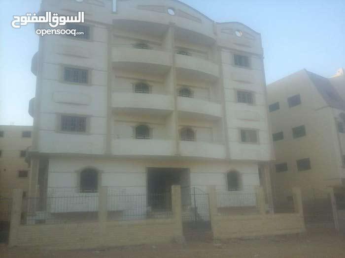 شقة امام مدينتى الشروق 2 موقع مميز مساحة 200 متر المنطقة السابعه