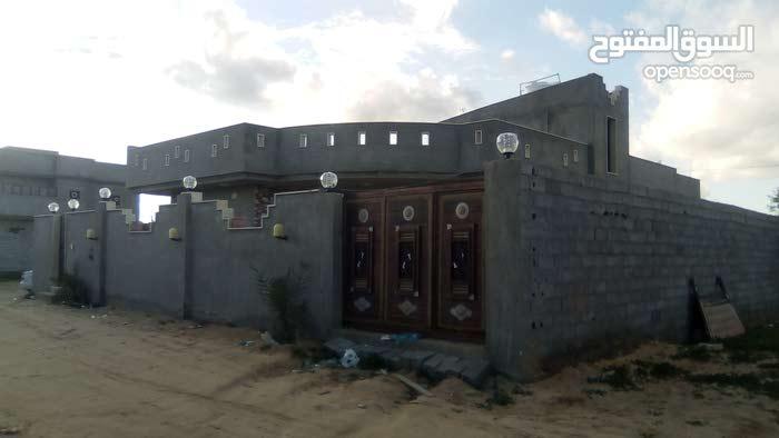 منزل حديت المسقوف 230م والارض 465م كرزاز يبعد على المعبد 120م