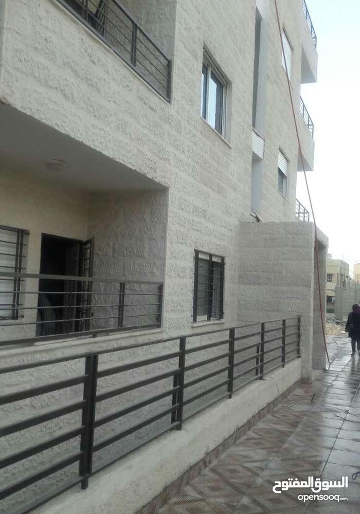 شقة 125م مع روف 60م قرب الاذاعه و التلفزيون بسعر مغري جدا من المالك